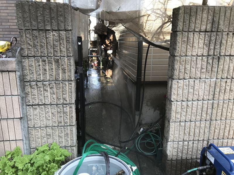 さいたま市岩槻区塗装前に1階外壁を高圧洗浄