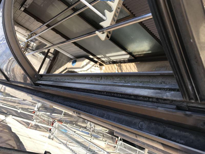 ベランダの屋根を塗装前に一時撤去