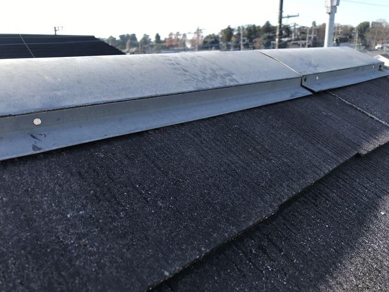 さいたま市岩槻区塗装前に屋根の板金止め釘の補修作業釘打ち