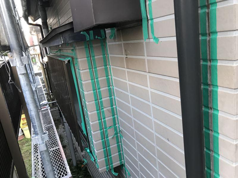 岩槻区のシーリング打ち替えマスキングテープで養生