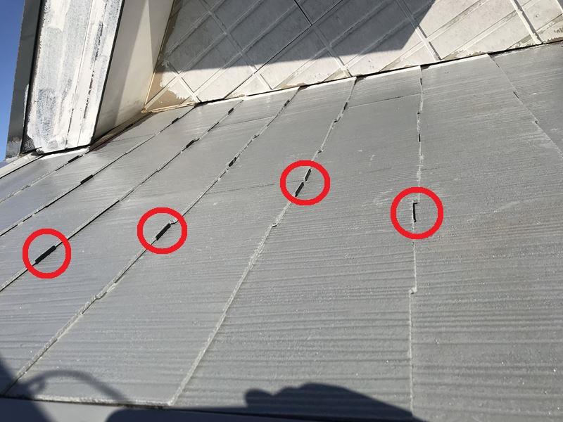 さいたま市岩槻区スレート屋根下塗り後大屋根にタスペーサー設置