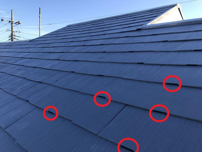 さいたま市岩槻区スレート屋根下塗り後大屋根北側にタスペーサー設置