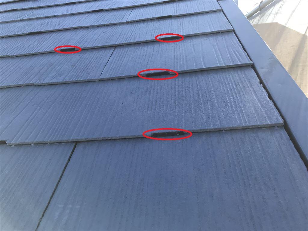 さいたま市岩槻区スレート屋根下塗り後タスペーサー設置