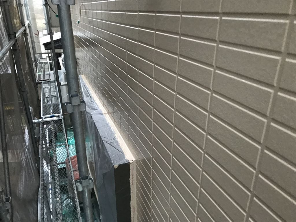 さいたま市岩槻区外壁塗装アステックペイント「超低汚染リファイン1000Si-IR」で中塗りで完了