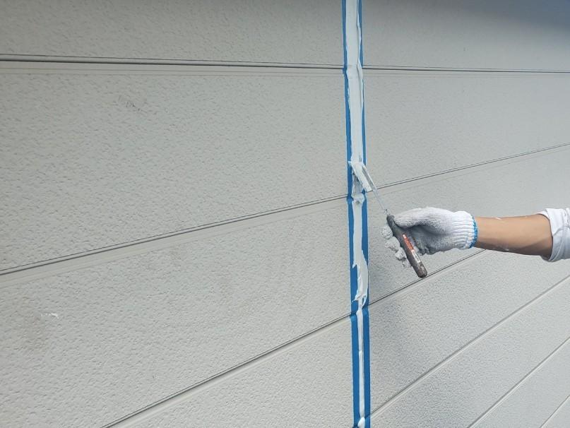 上尾市外壁塗装目地メンテナンスシーリング打替えで充填したオートンイクシード表面均し