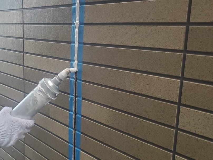 上尾市シーリング打替え 1階外壁目地へオートンイクシード充填