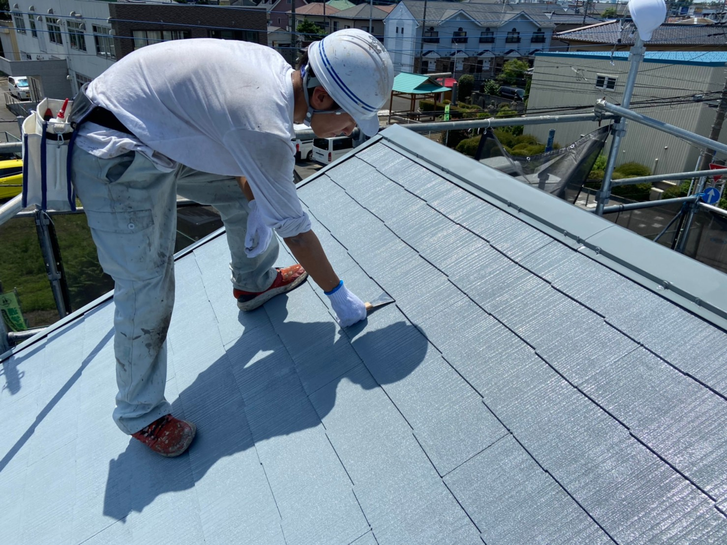 上尾市日の出屋根塗装下塗り終えたスペーサー設置準備