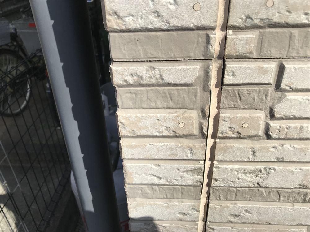 上尾市サイディング西側外壁目地の劣化