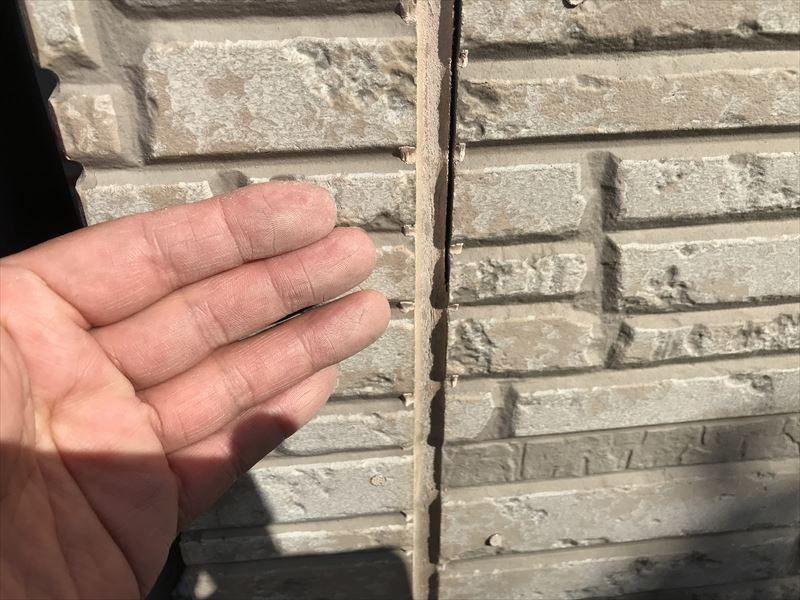上尾市サイディング外壁の劣化サインチョーキング現象発生