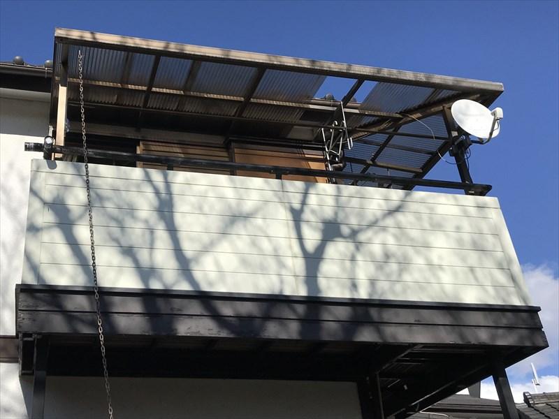 蓮田市突風で波板1枚が飛んだベランダ屋根