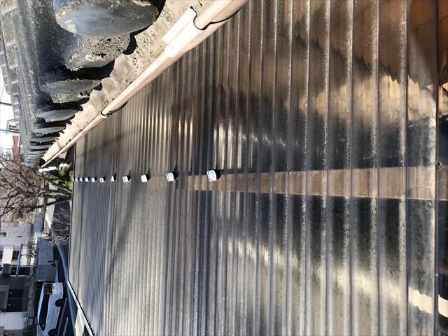 蓮田市波板交換するベランダ屋根の設置上部確認