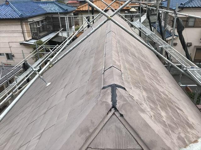 伊奈町急勾配スレート屋根の棟板金補修後で塗装前