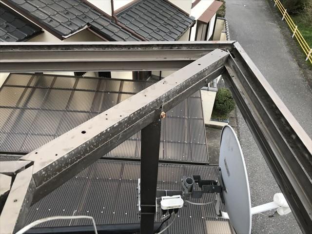 蓮田市ベランダ屋根枠内の清掃完了