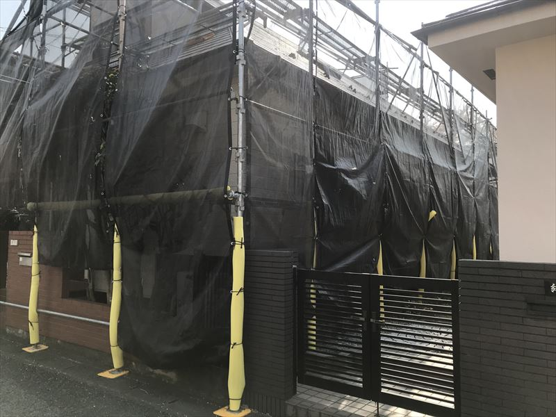 伊奈町の塗装工事用仮設足場のメッシュシート張り