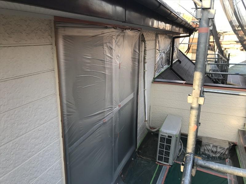 伊奈町外壁塗装の為の2階掃き出し窓養生