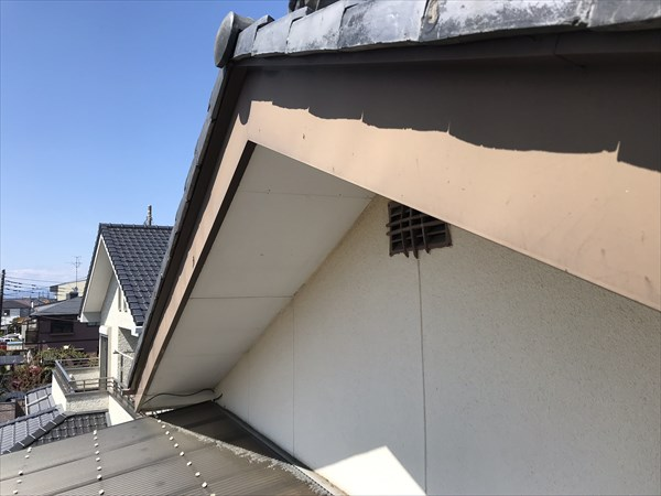 上尾市の破風板塗膜の劣化