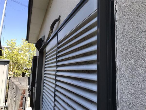 上尾市の外壁塗装宅と隣家の境東側