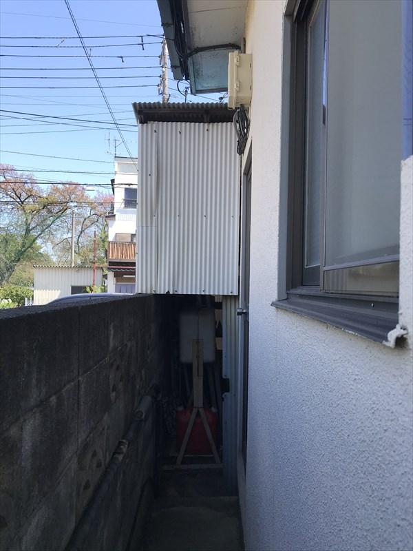 上尾市の外壁塗装宅と隣家の境北側
