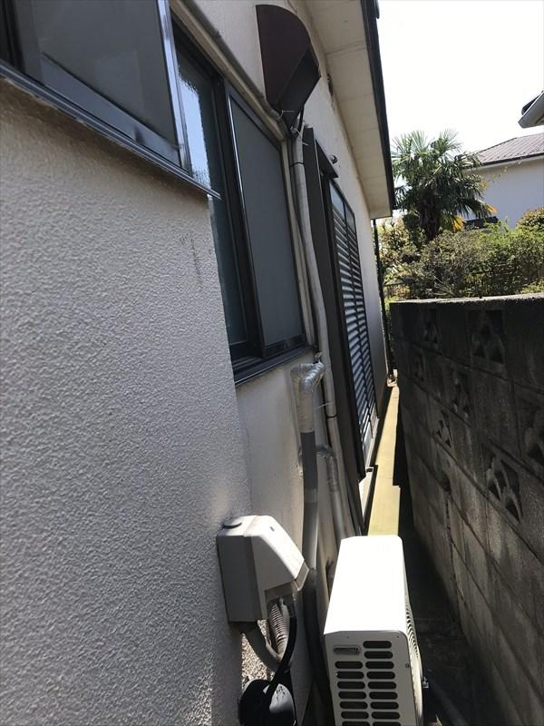上尾市の外壁塗装宅と隣家の境西側