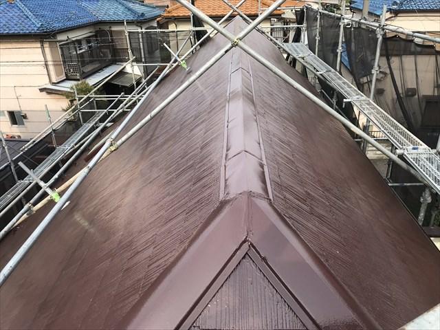 伊奈町急勾配スレート屋根の棟板金補修後しスーパーシャネツサーモSiで塗装後