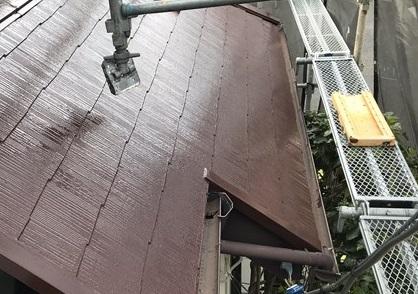 伊奈町急勾配スレート屋根の下屋根上塗り完了