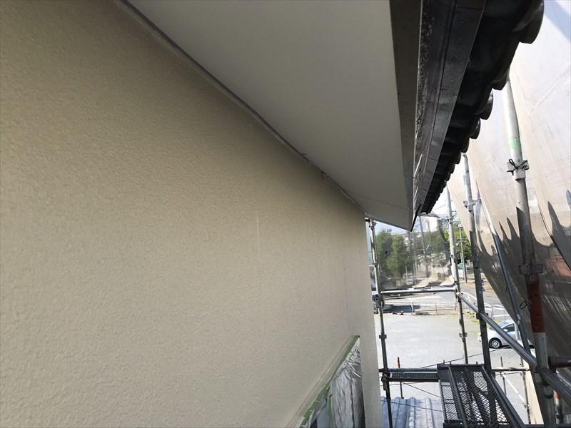 上尾市の外壁塗装2階部分の中塗り完了