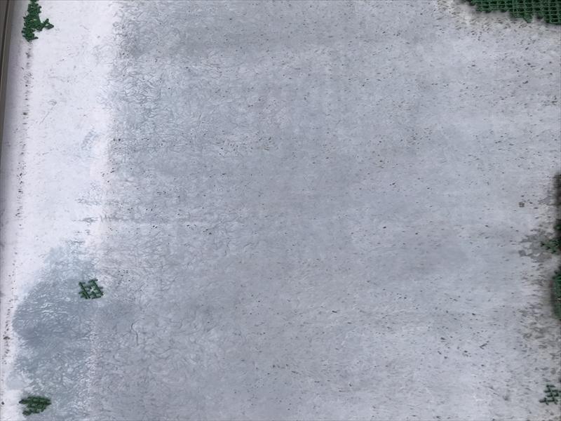伊奈町ベランダ床面の劣化確認
