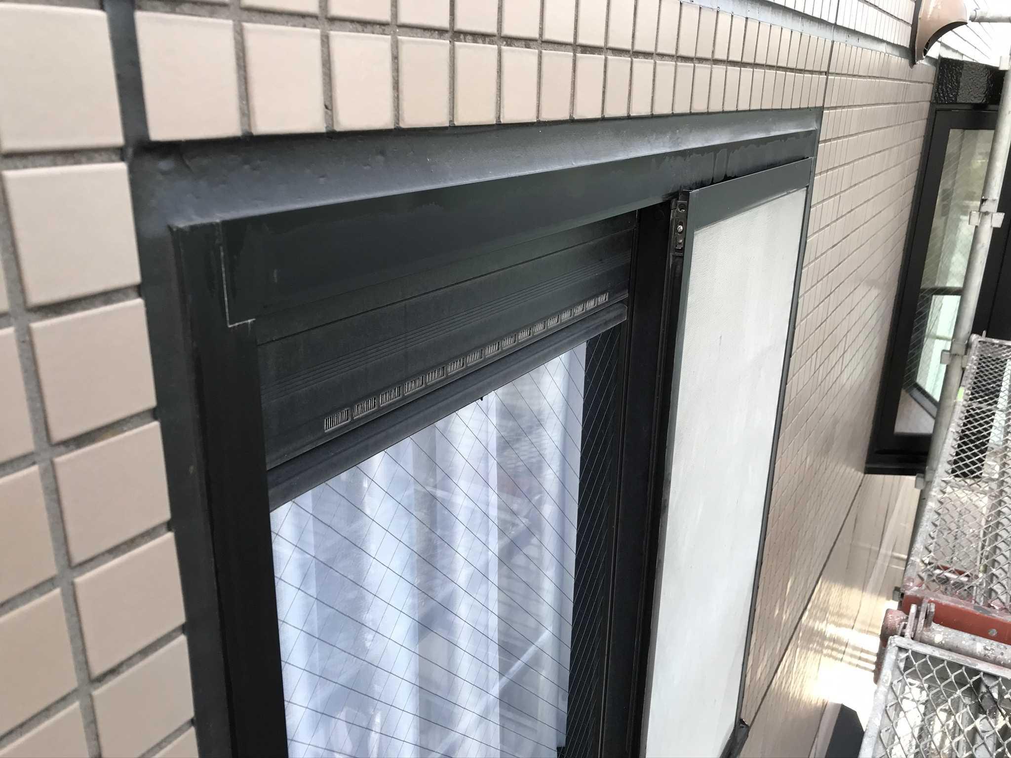 さいたま市北区マンションアルミ製窓枠の汚れ落とし後