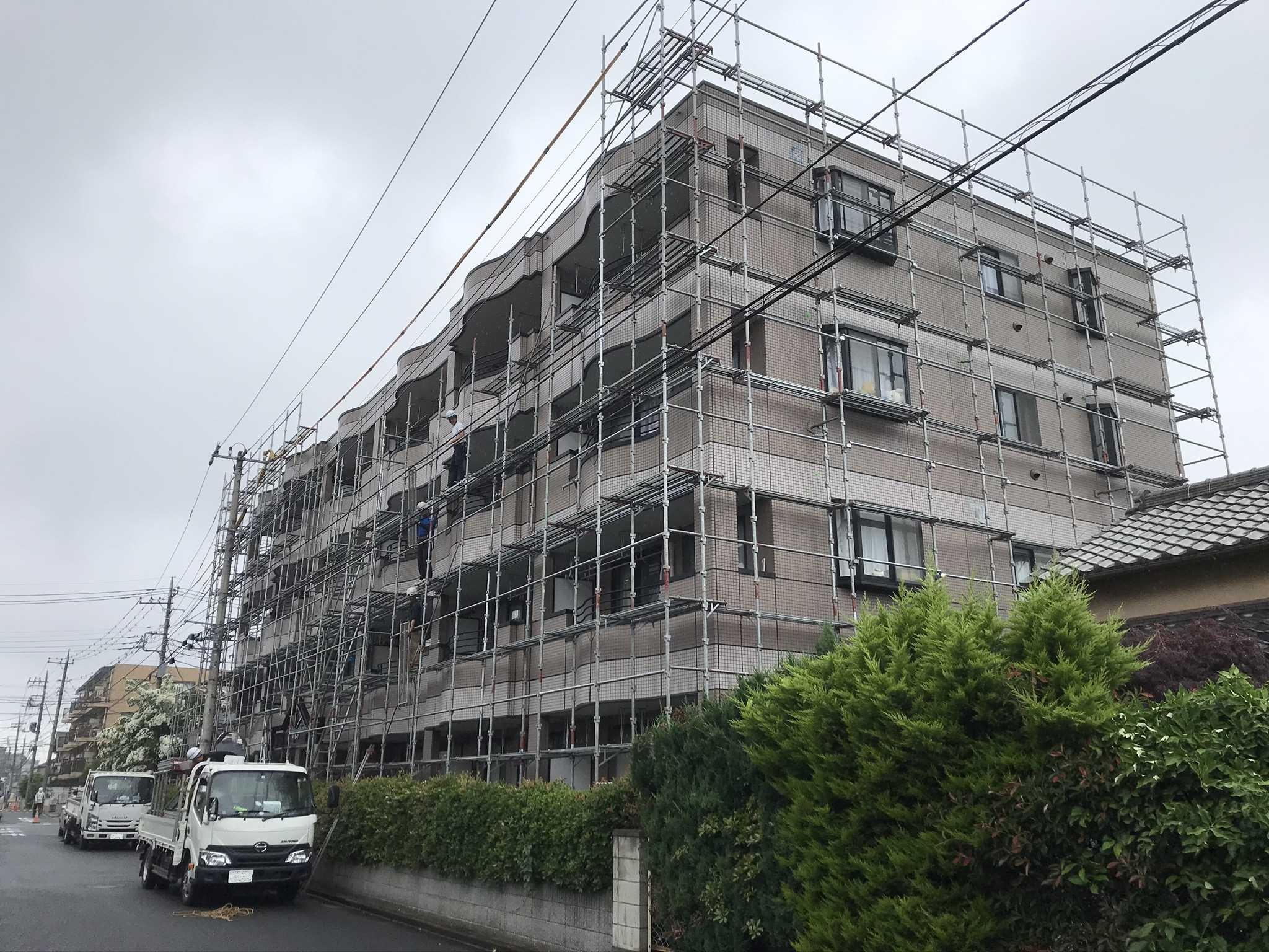 さいたま市北区マンションタイル補修・塗装工事終了し足場解体作業南西角