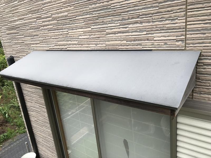 伊奈町窓庇の塗膜劣化