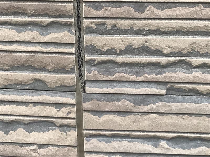 伊奈町外壁塗装前の劣化点検南側ベランダ外壁状態アップ