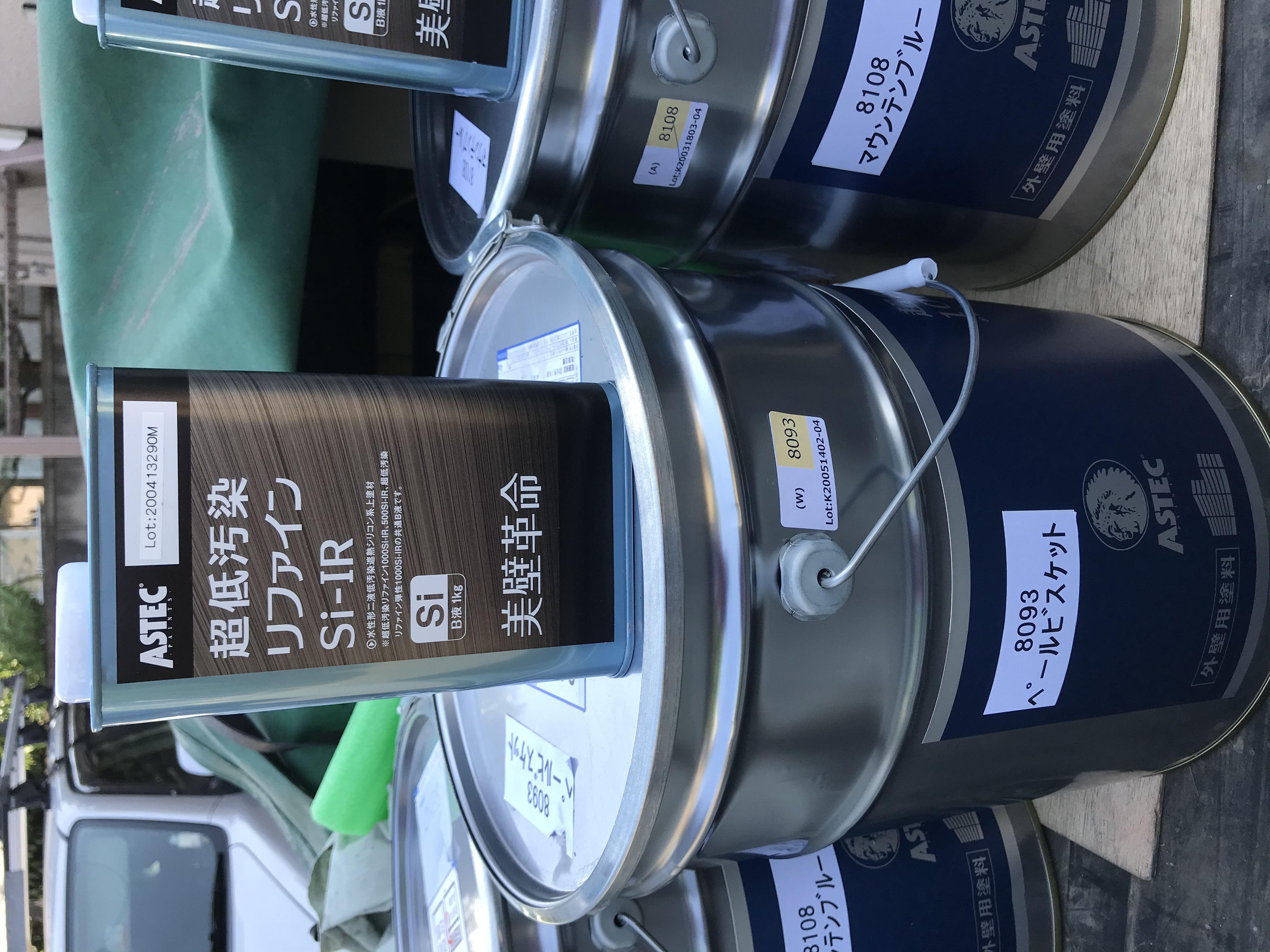 上尾市サイディング外壁塗装2階の中塗り・上塗りに使用したアステックペイントの超低汚染リファイン1000-SiIRペールビスケット色