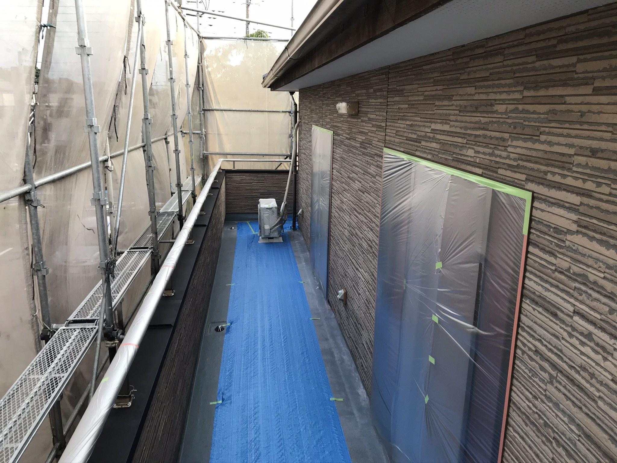 伊奈町 外壁塗装の為の2階養生作業