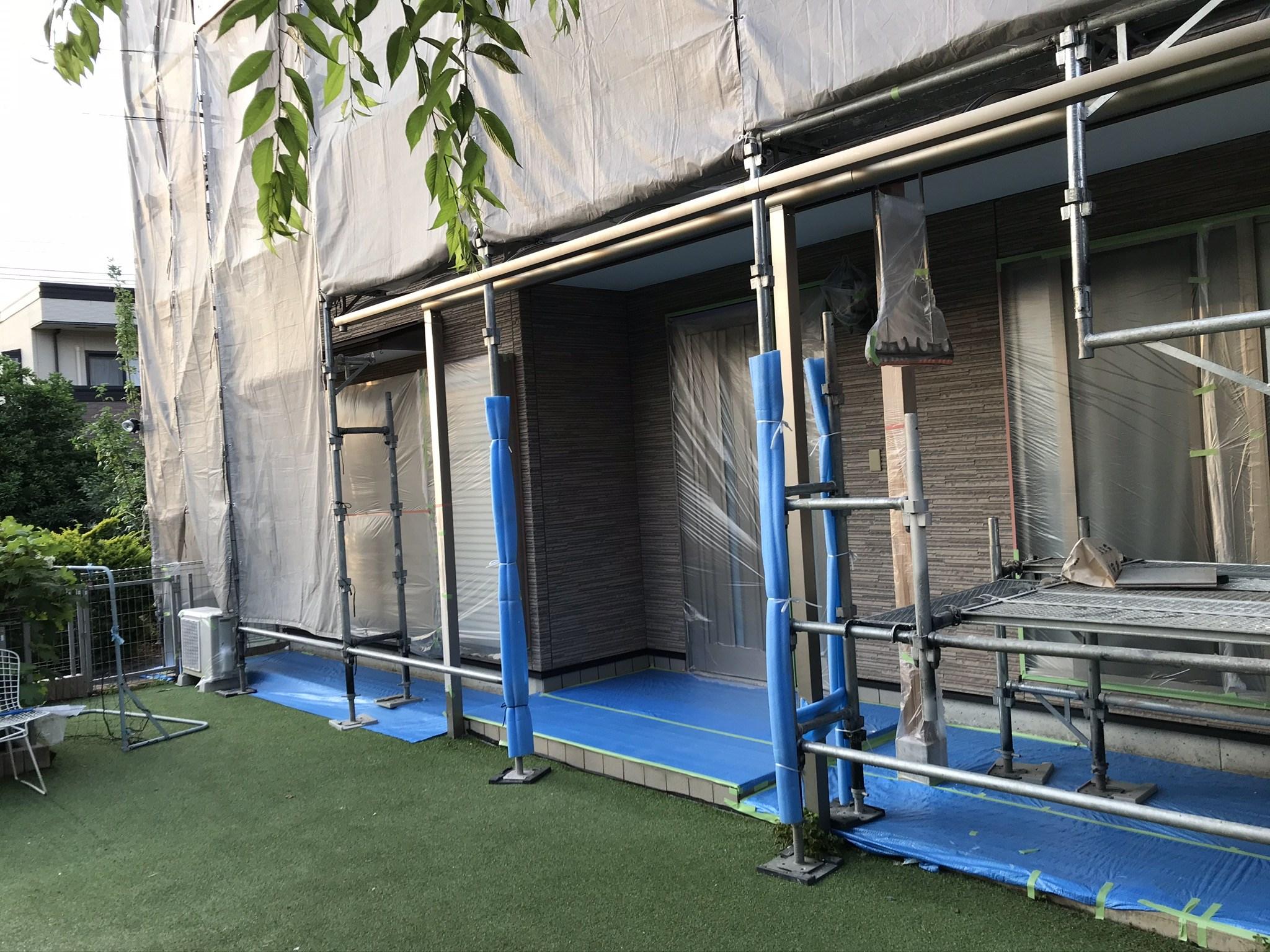 伊奈町 外壁塗装の為の1階養生作業
