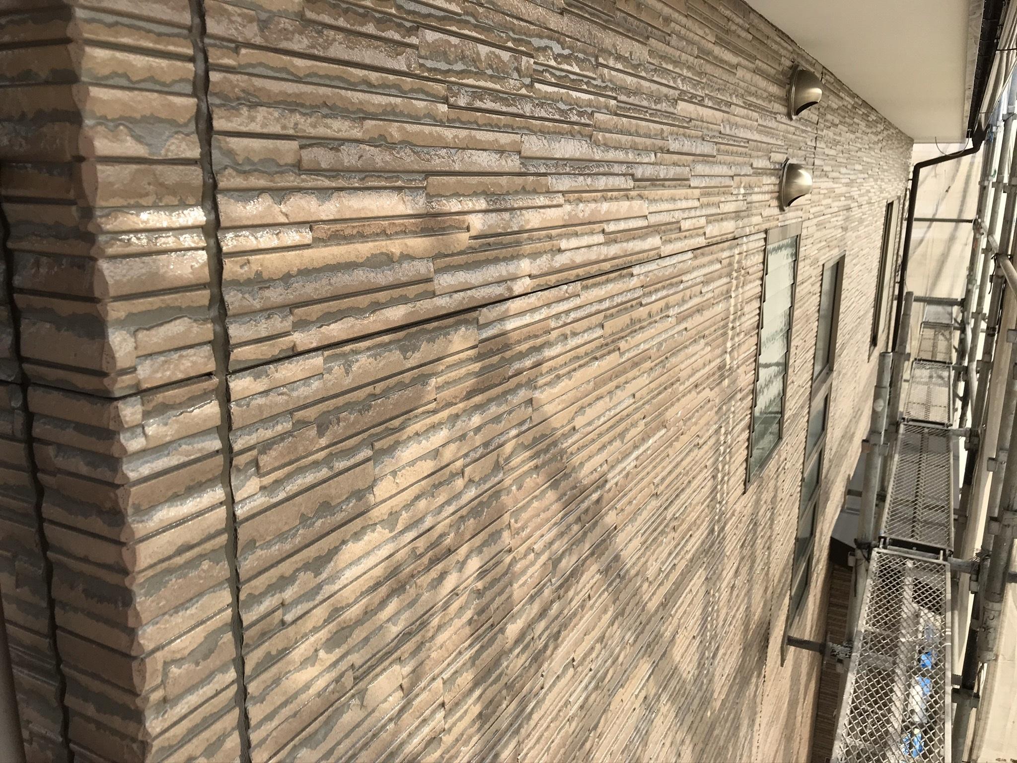 伊奈町サイディング外壁クリヤー塗装上塗り完了2階部分