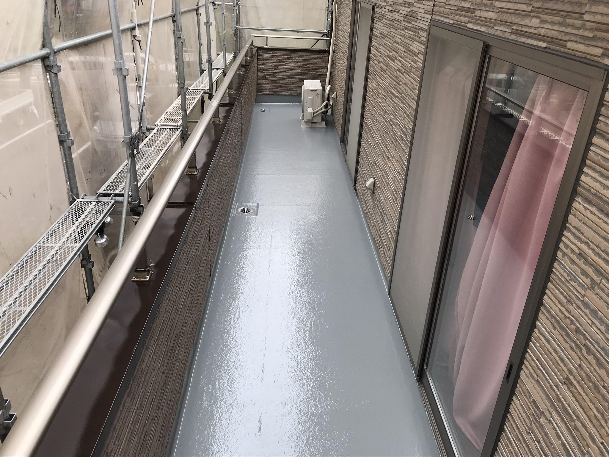 完成した伊奈町のベランダFRP防水トップコート塗り替え南面西側