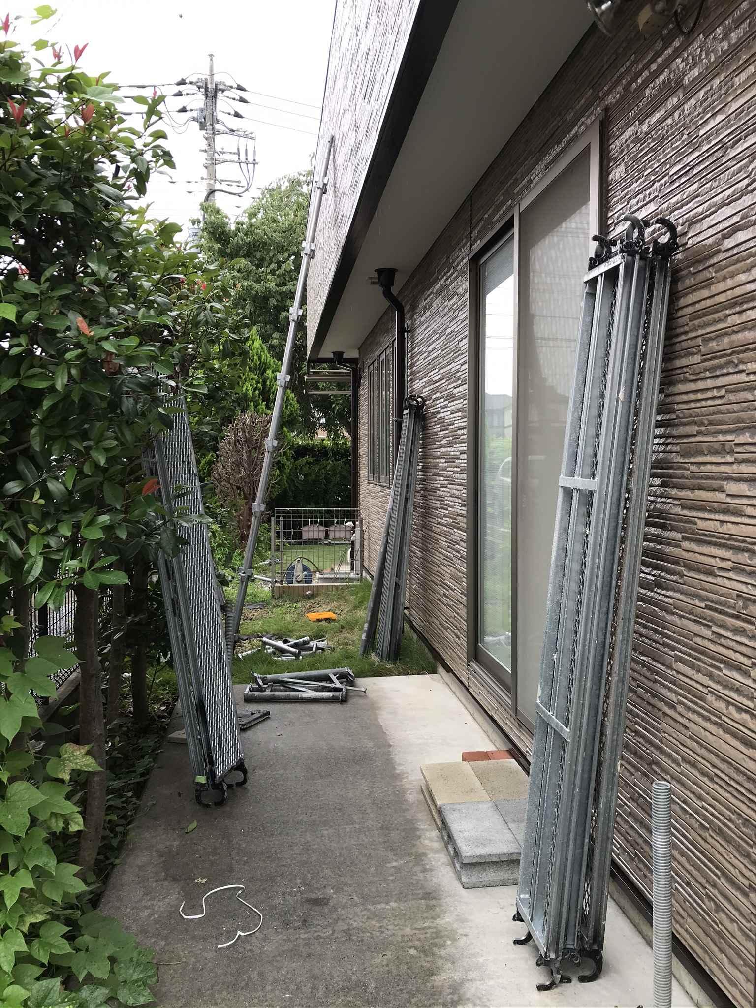 伊奈町外壁塗装完了し足場解体作業終盤