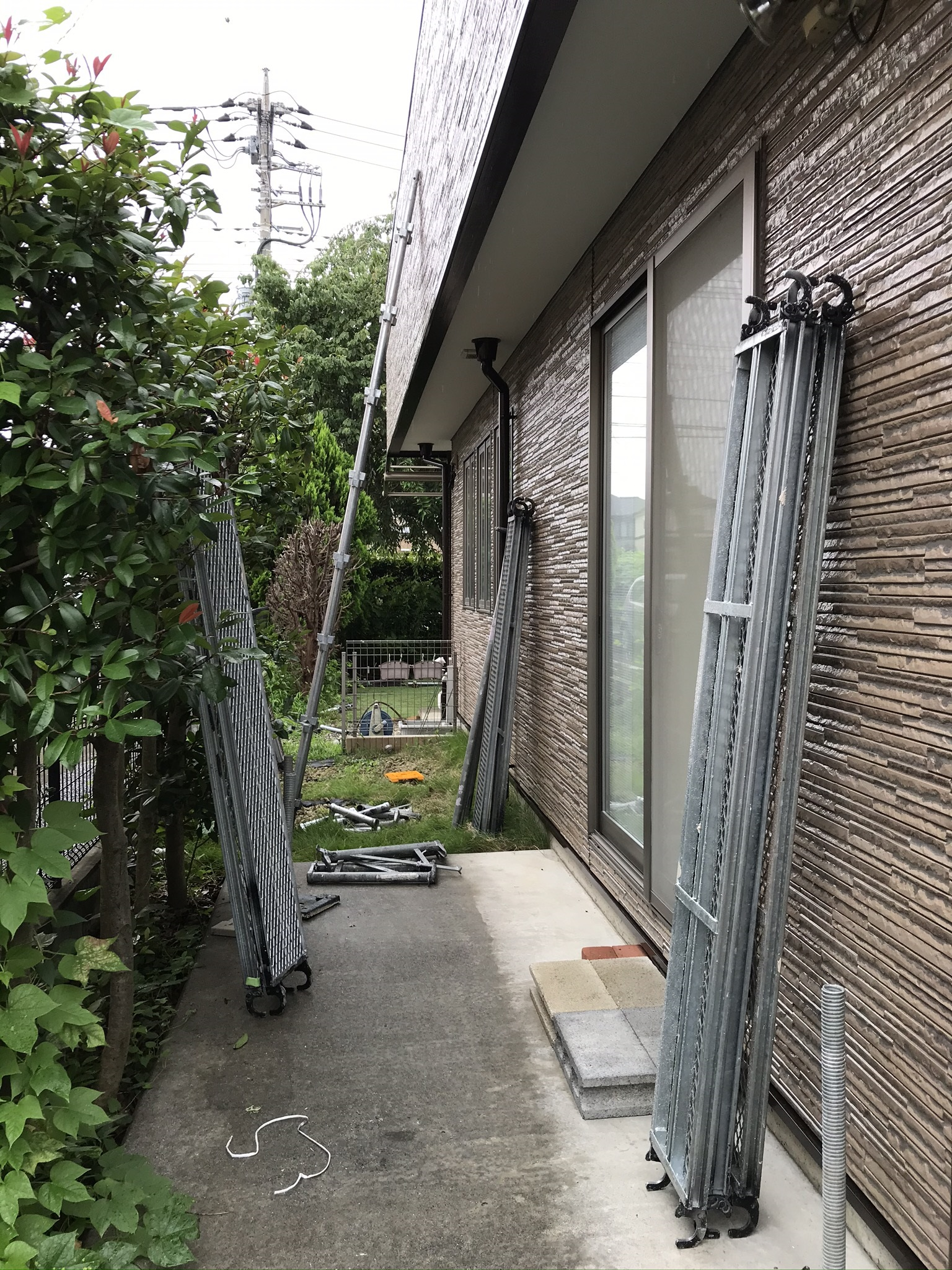 伊奈町外壁塗装の足場解体作業開始から約3時間後