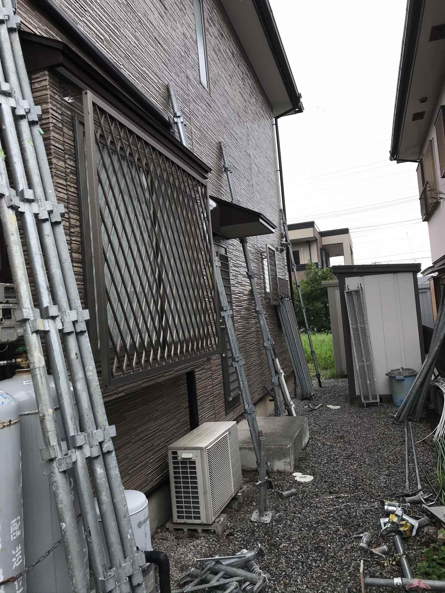 伊奈町外壁塗装完了し足場解体作業後一歩