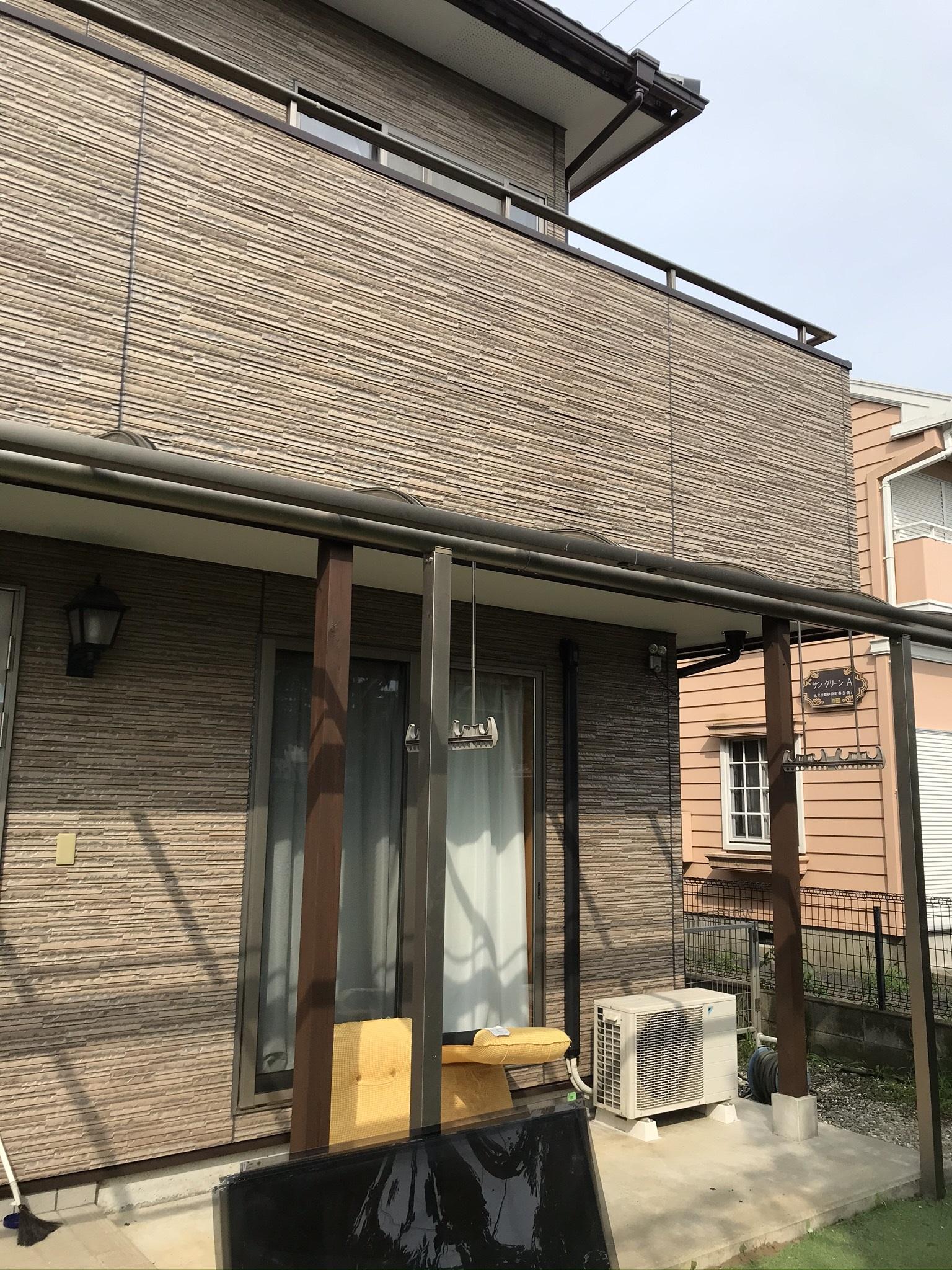 仮設足場が取れテラス屋根取り付け前のお宅