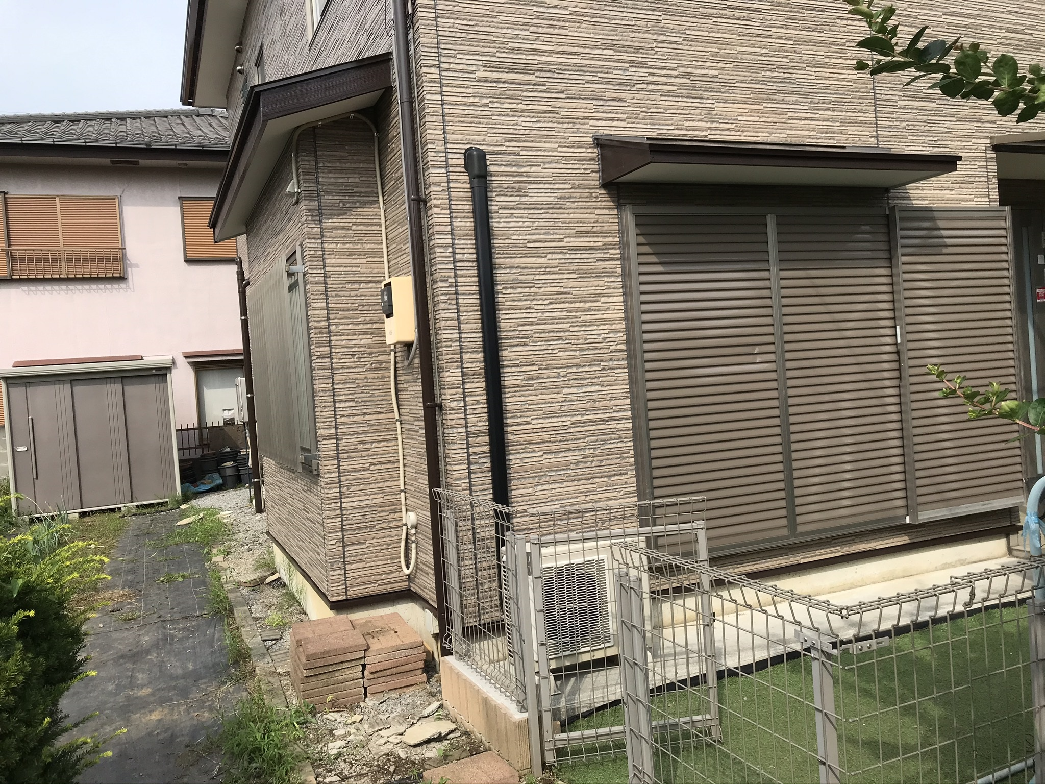 伊奈町の外壁塗装仮設足場が取れてすっきりしたお宅