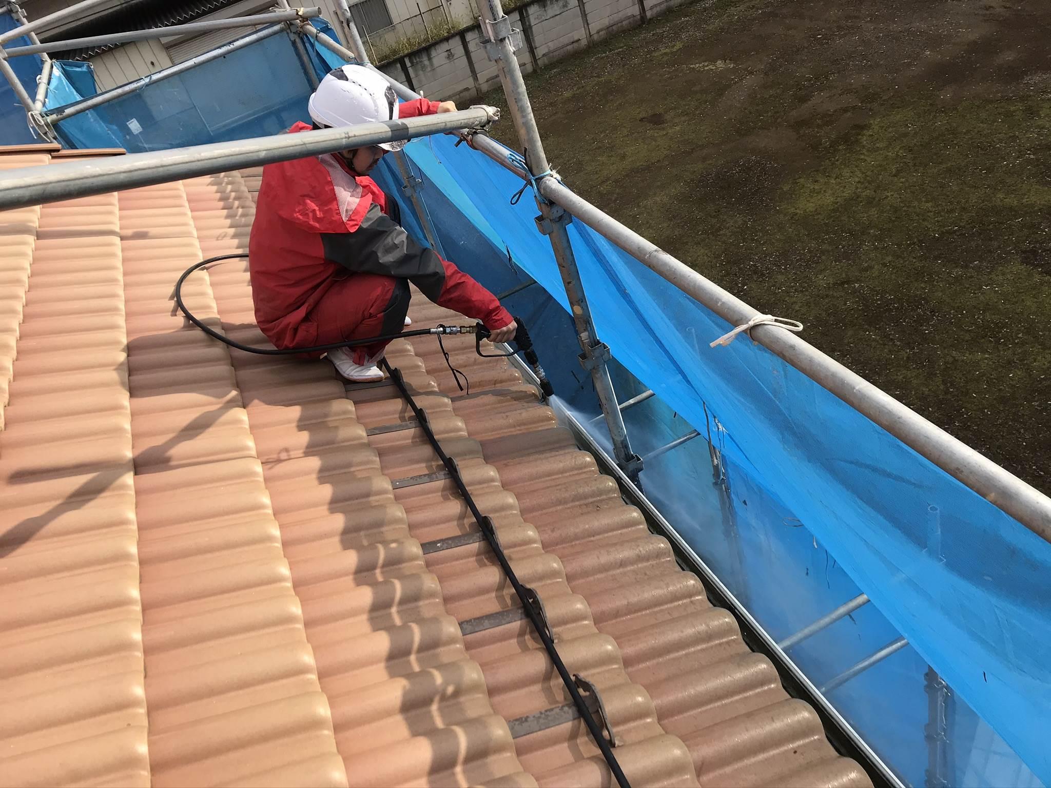 伊奈町の外壁塗装前雨樋の高圧洗浄