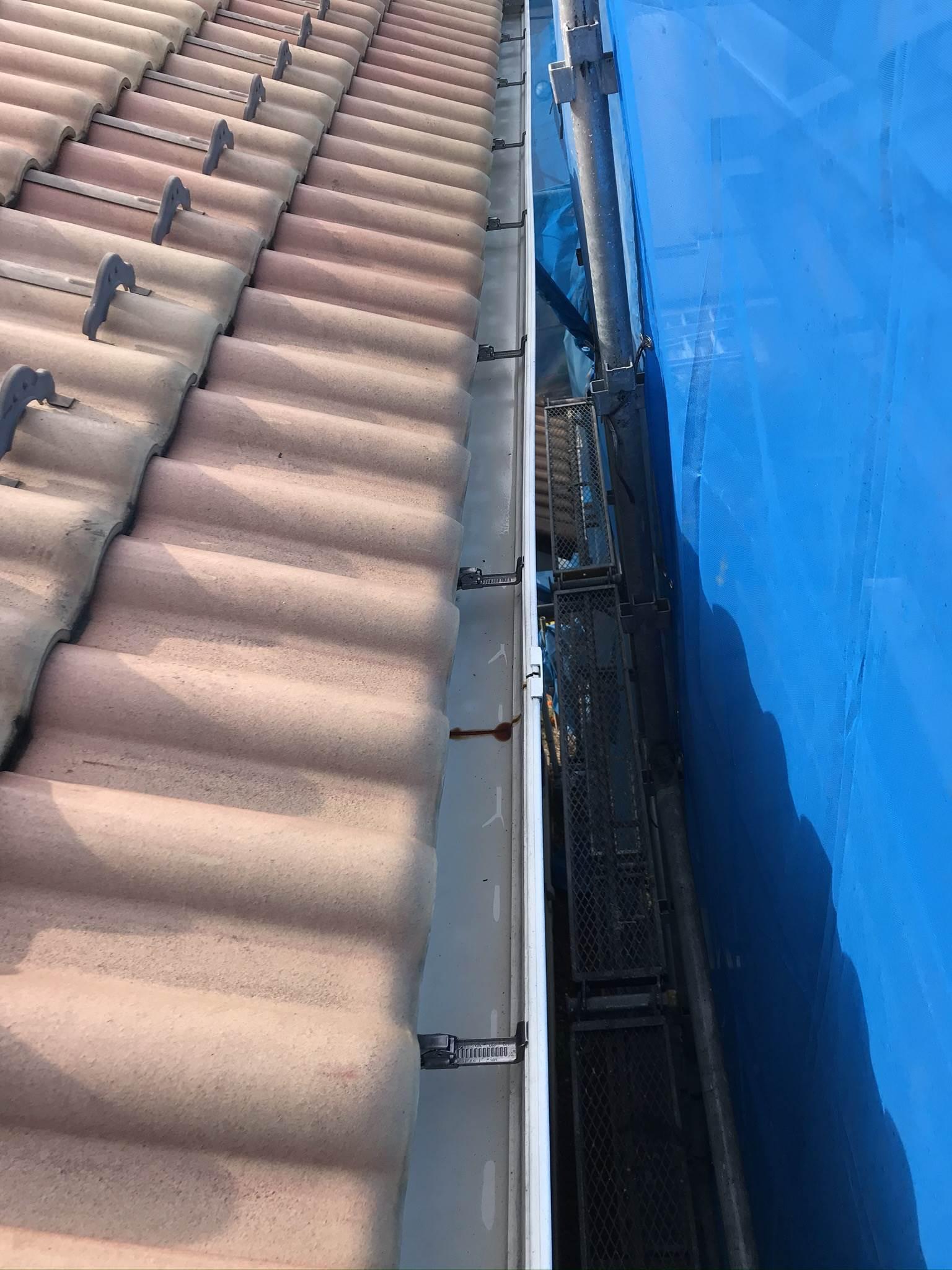 伊奈町外壁塗装前の高圧洗浄できれいになった横樋