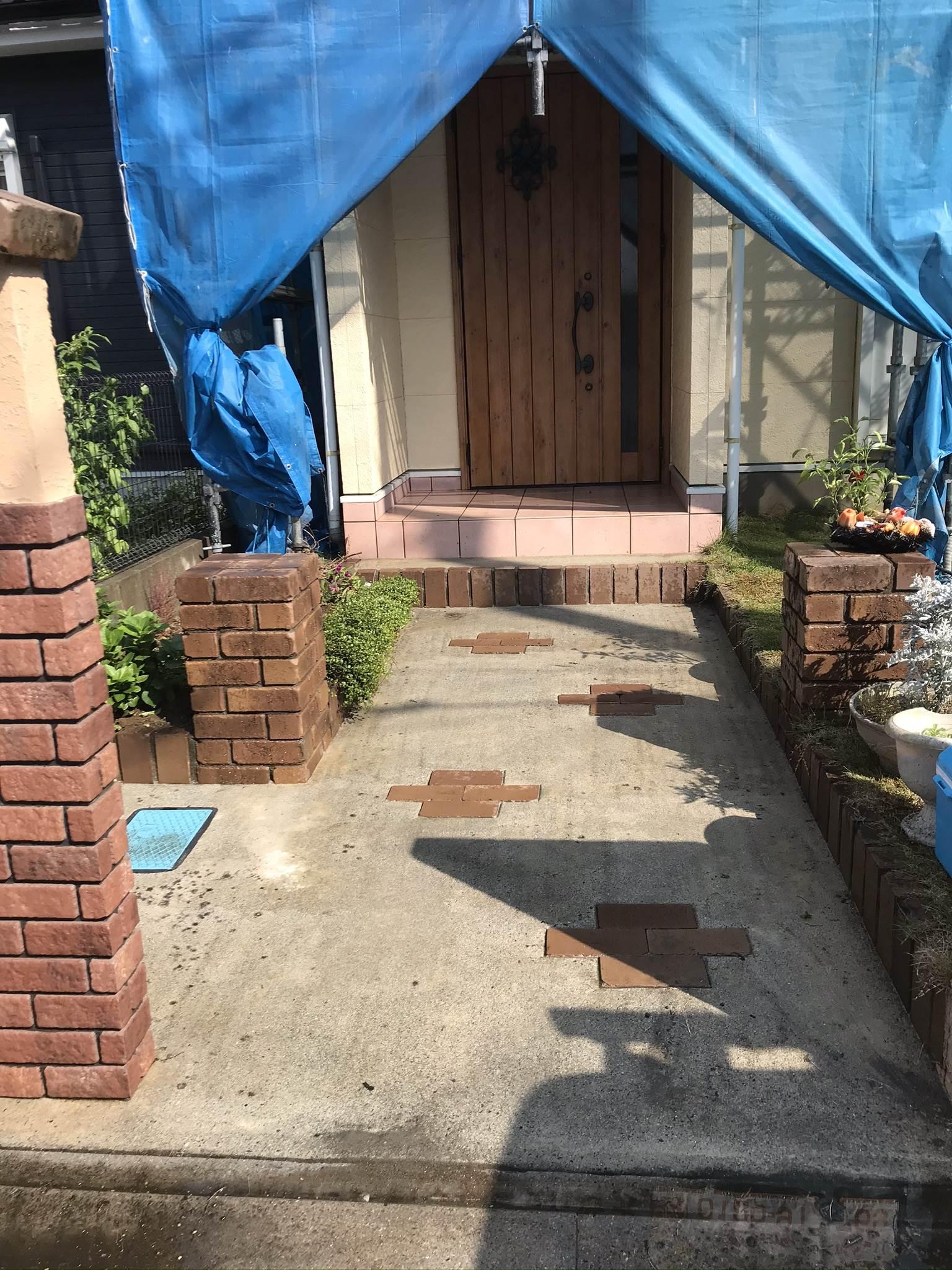 伊奈町外壁塗装前玄関アプローチ高圧洗浄完了