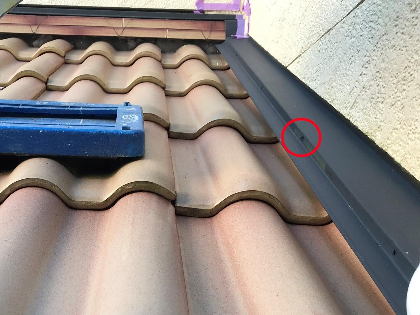 伊奈町瓦屋根端の板金止め釘の浮き