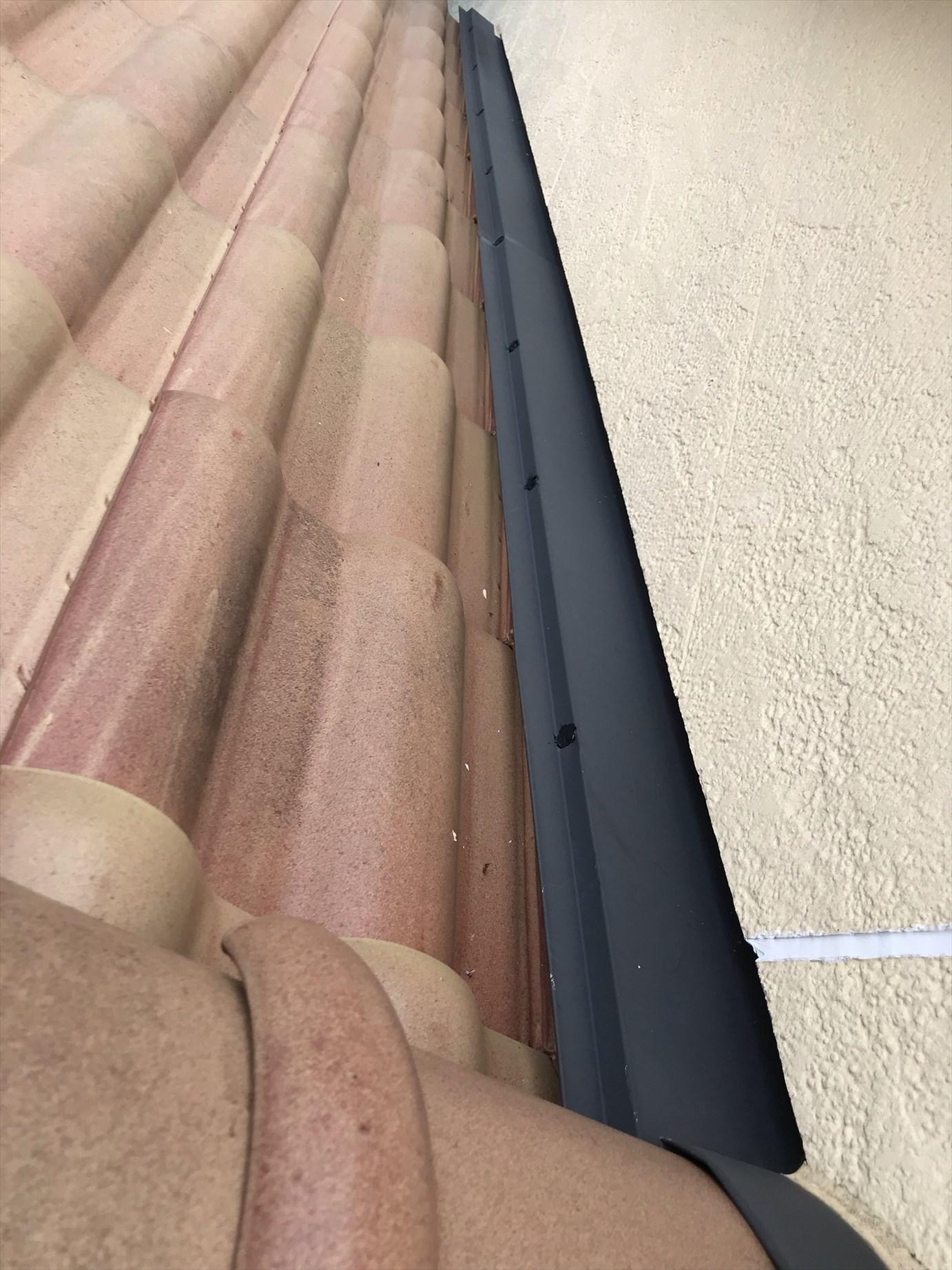 伊奈町外壁塗装時に屋根板金の浮いた止め釘部分コーキング補強し作業完了