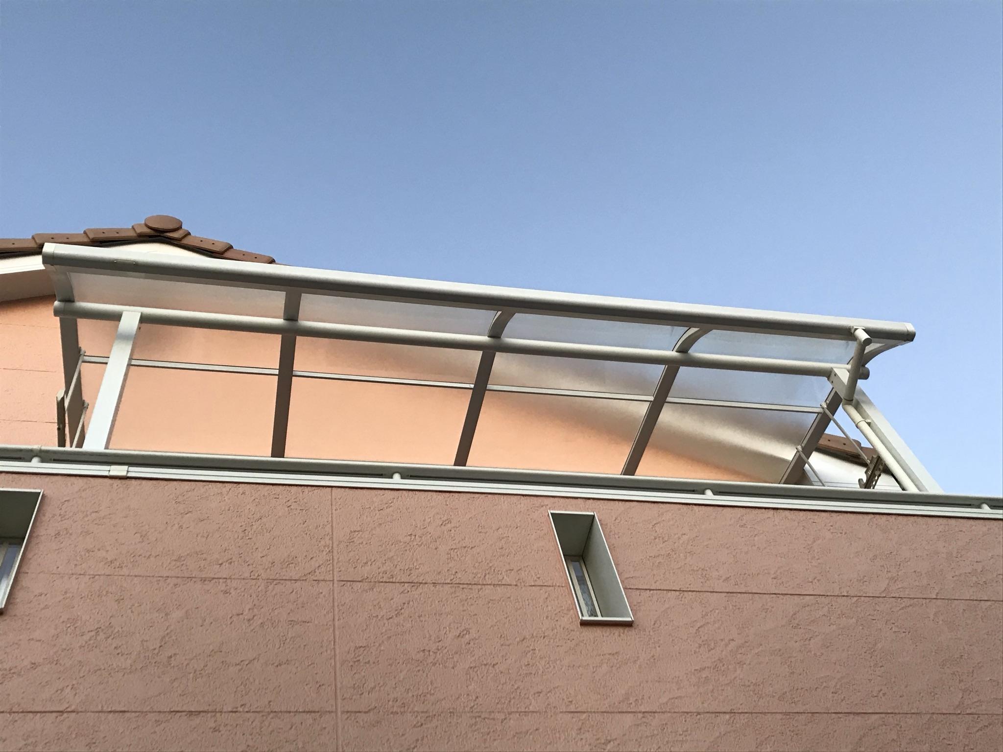 伊奈町西小針で外壁塗装の為一時外していたバルコニー屋根も装着