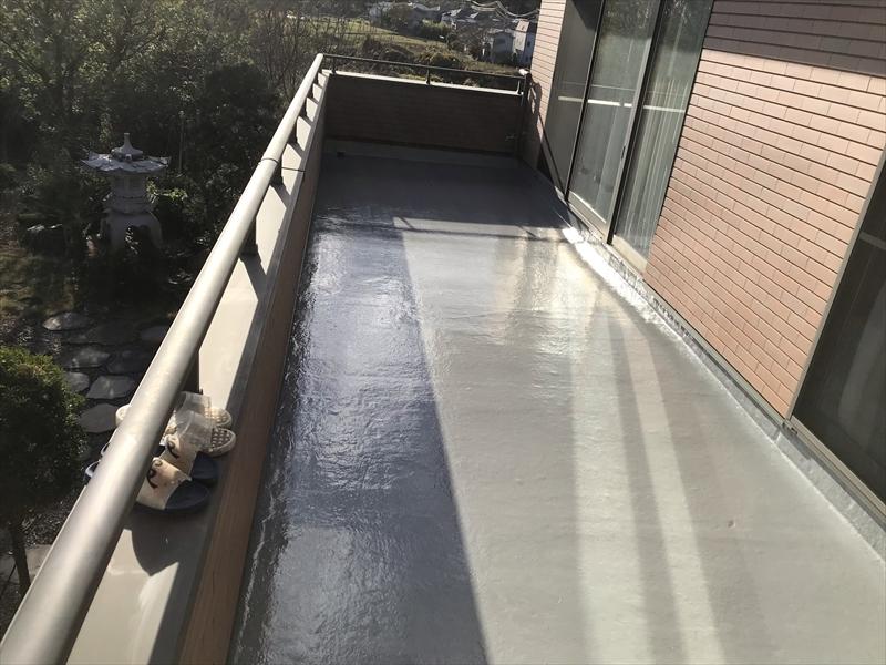 さいたま市岩槻区ベランダ防水面トップコート1回目床部分塗布完了