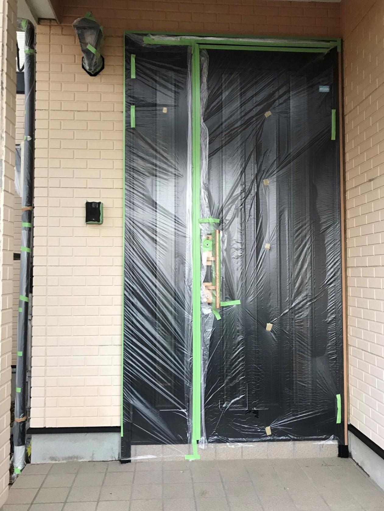 伊奈町賃貸一軒家外壁塗装の為の養生作業