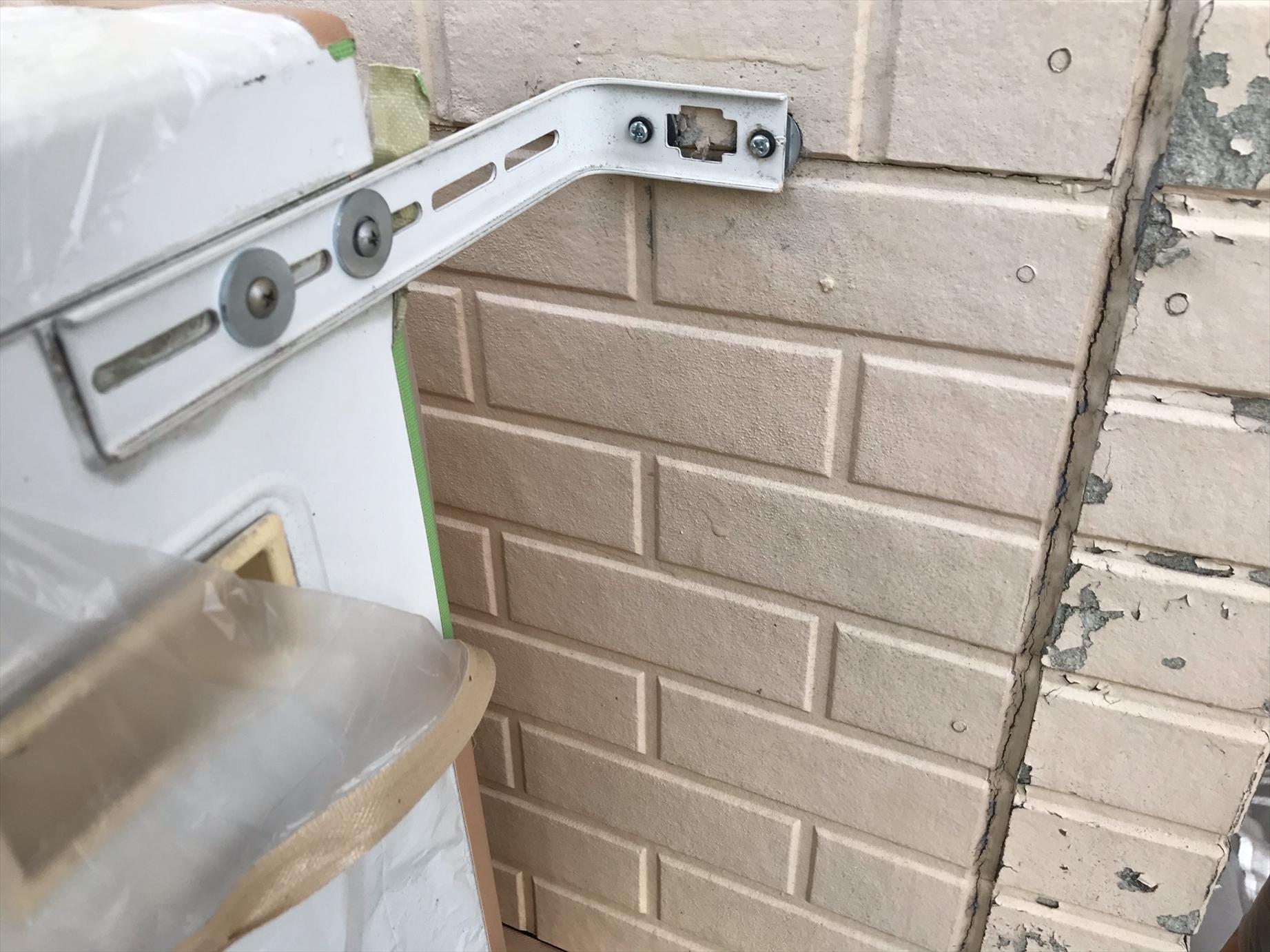 伊奈町賃貸一軒家塗装工事時にエアコン設置部品補修